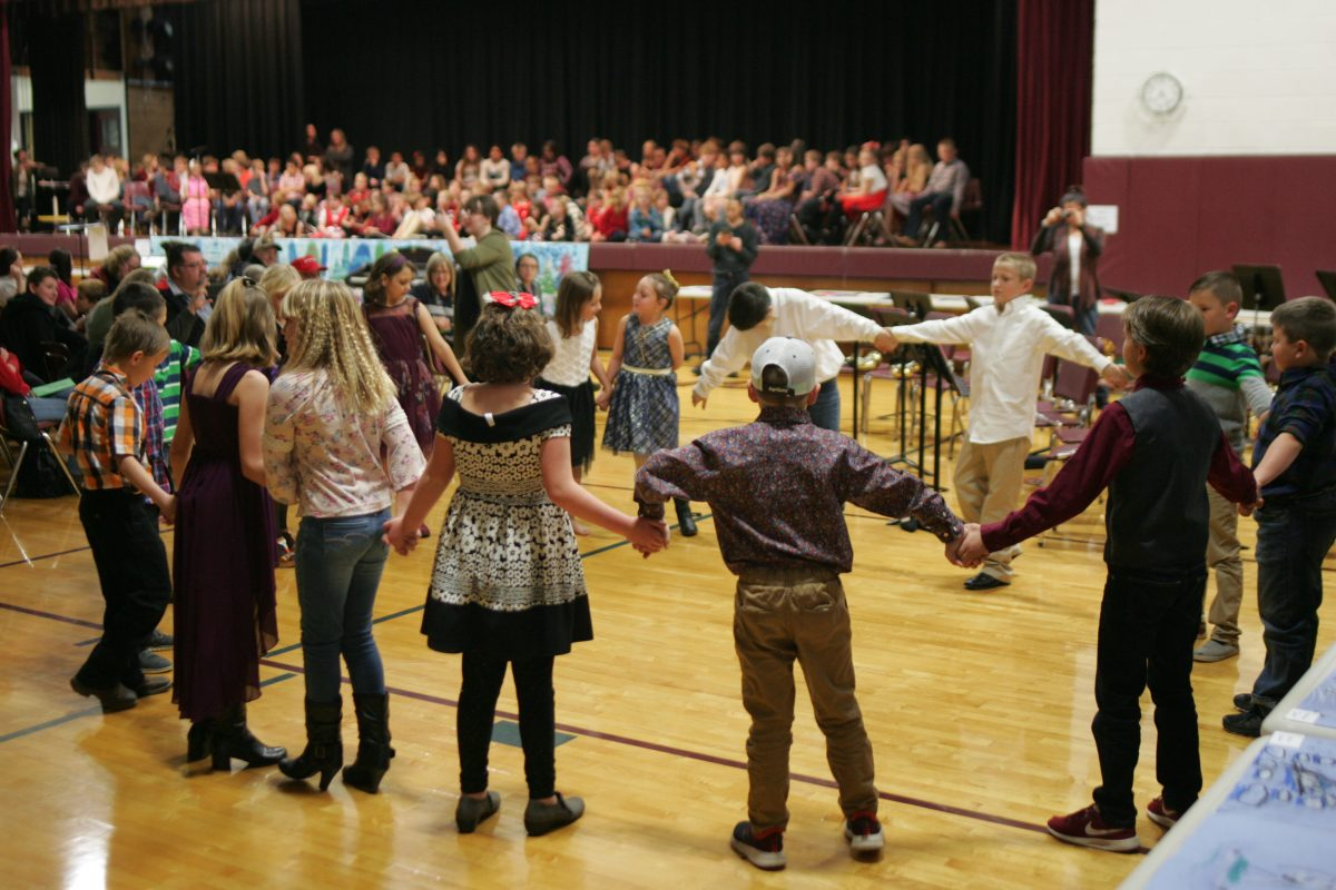 Christmas Concerts Chadron Ne 2020 Santa Enjoys DCS Elementary Christmas Concert…JH and HS Concert is